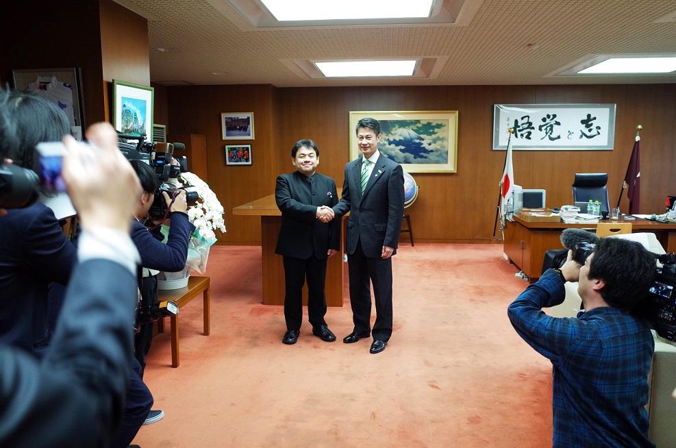 下野竜也、広島県知事を表敬訪問